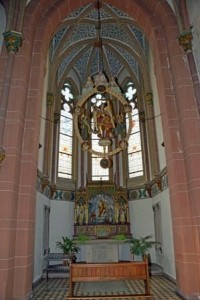 Seitenkapelle mit neugotischem Auferstehungsaltar und Ruhestätte des ersten Pfarrers von St. Josef, Peter Ditscheid